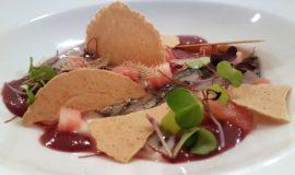 Sardines marinades, tomàquet, olivada, cruixents, espines, thai